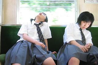 : Una joven estudiante me hace una mamada en el tren. ASIAN BLOWJOB