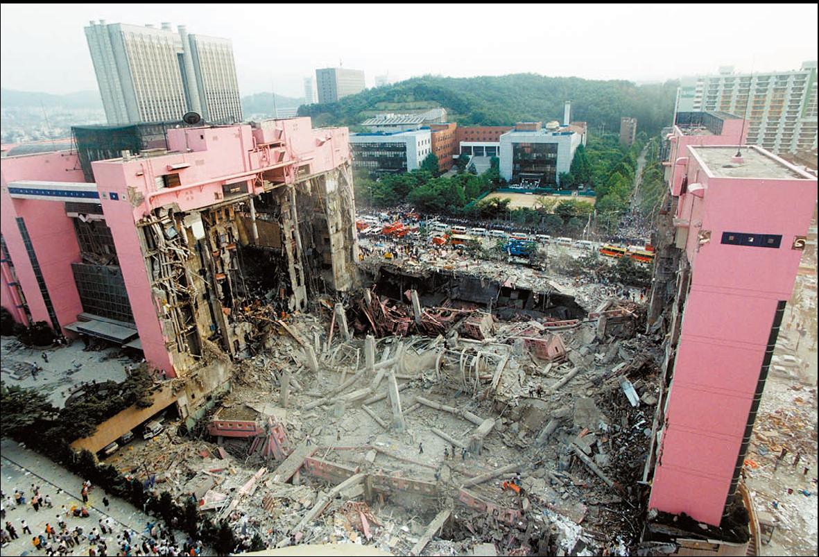 Edificio de las tiendas departamentales Sampoong en Seúl derrumbado en 1995
