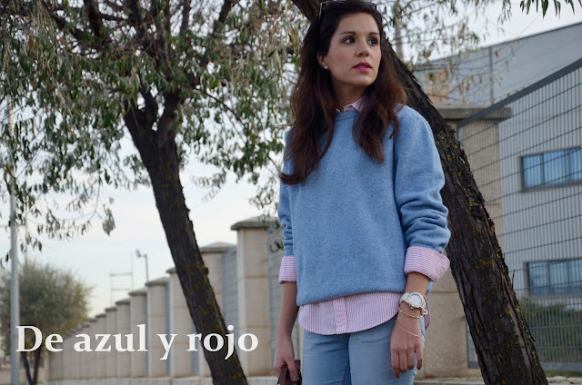 look-azul-rojo-jersey-lana-jeans-camisa-blogger