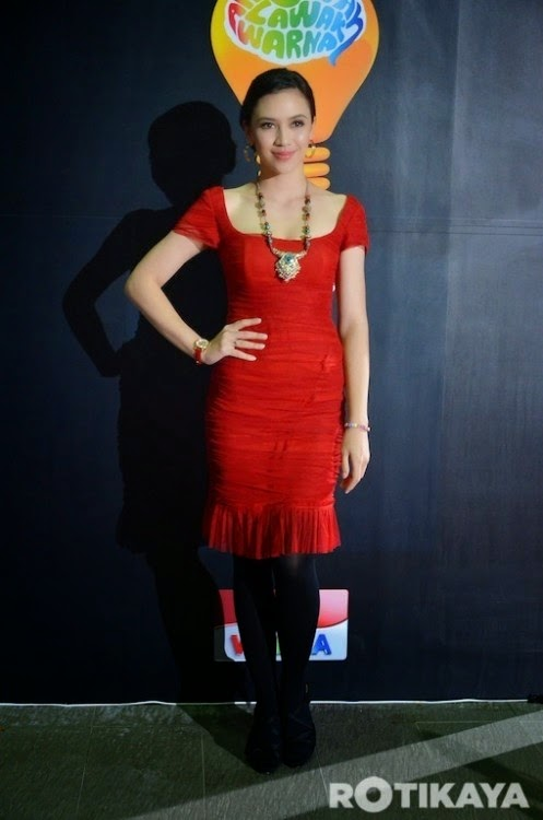 Gambar Diana Danielle pakai gaun ketat merah menyala di Anugerah Lawak Warna 2014, info, terkini, hiburan, sensasi, Diana Danielle