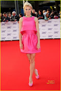 Especial unhas das famosas: Gwyneth Paltrow (gwyneth paltrow hot pink prada )