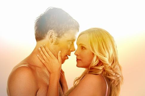 Klaus et Caroline finissent d'enterrer les. Silas arrive à la rencontre de Klaus. Elena et Rebekah prennent la voiture de. Saison 4 Vampire Diaries.