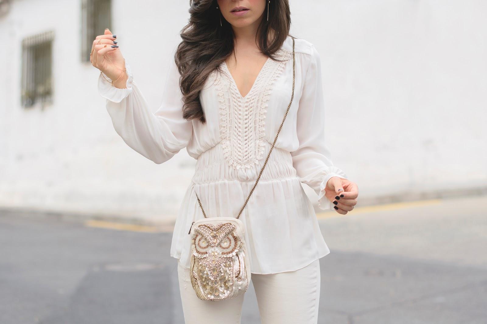 Look de noche en tonos blancos de Zara