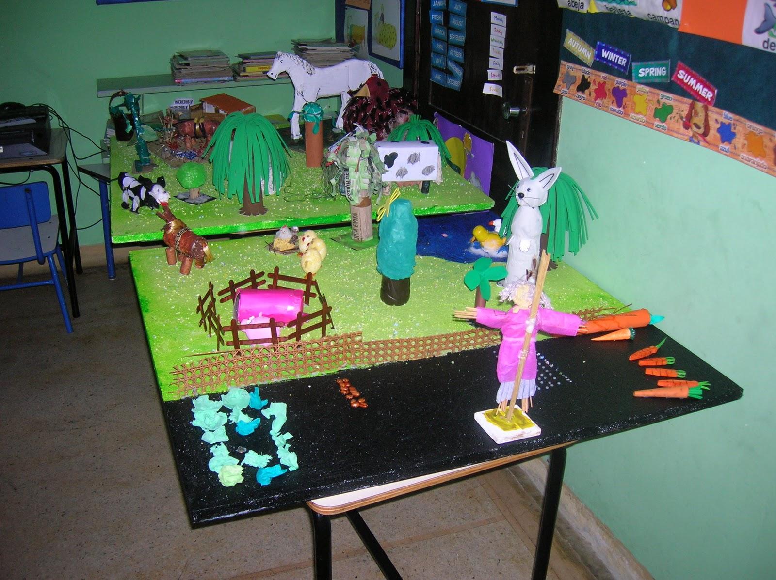 una exposiciòn de maquetas realizadas por escolares de Montevideo