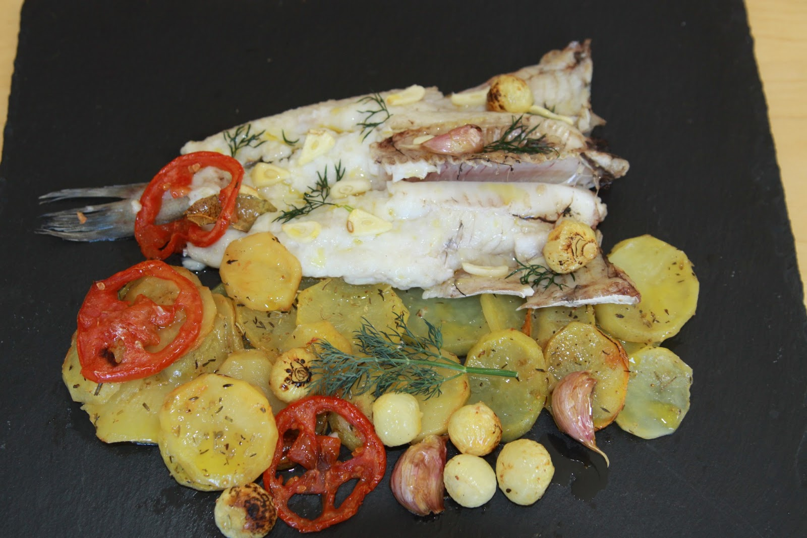Cocinar Y Cantar Merluza Fresca Al Horno Con Patatas
