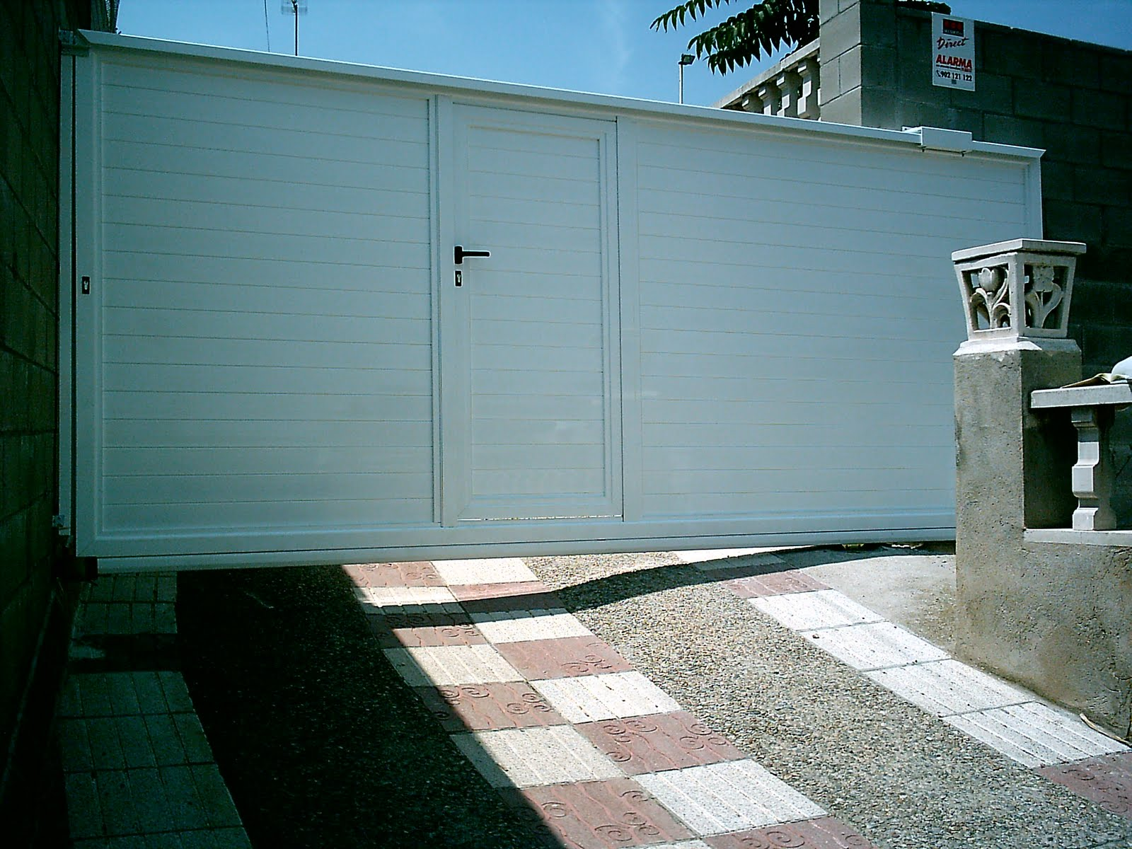 Puertas automatismos sistemas de seguridad y control for Correderas de aluminio