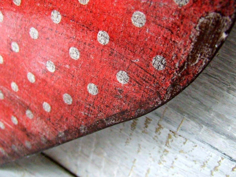 Serducha decoupage w kropki w stylu vintage. dekoracja handmade.