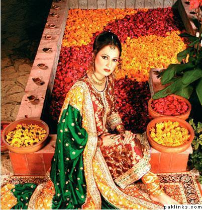 ... dresses here you find some awesome pakistani mehndi dresses pics for