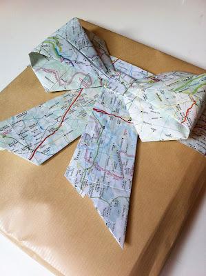 Lazos y moños con papel de regalo reciclado por Recicla Inventa