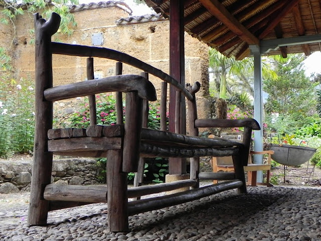 Arte en el Desván: Madera en los muebles del jardín