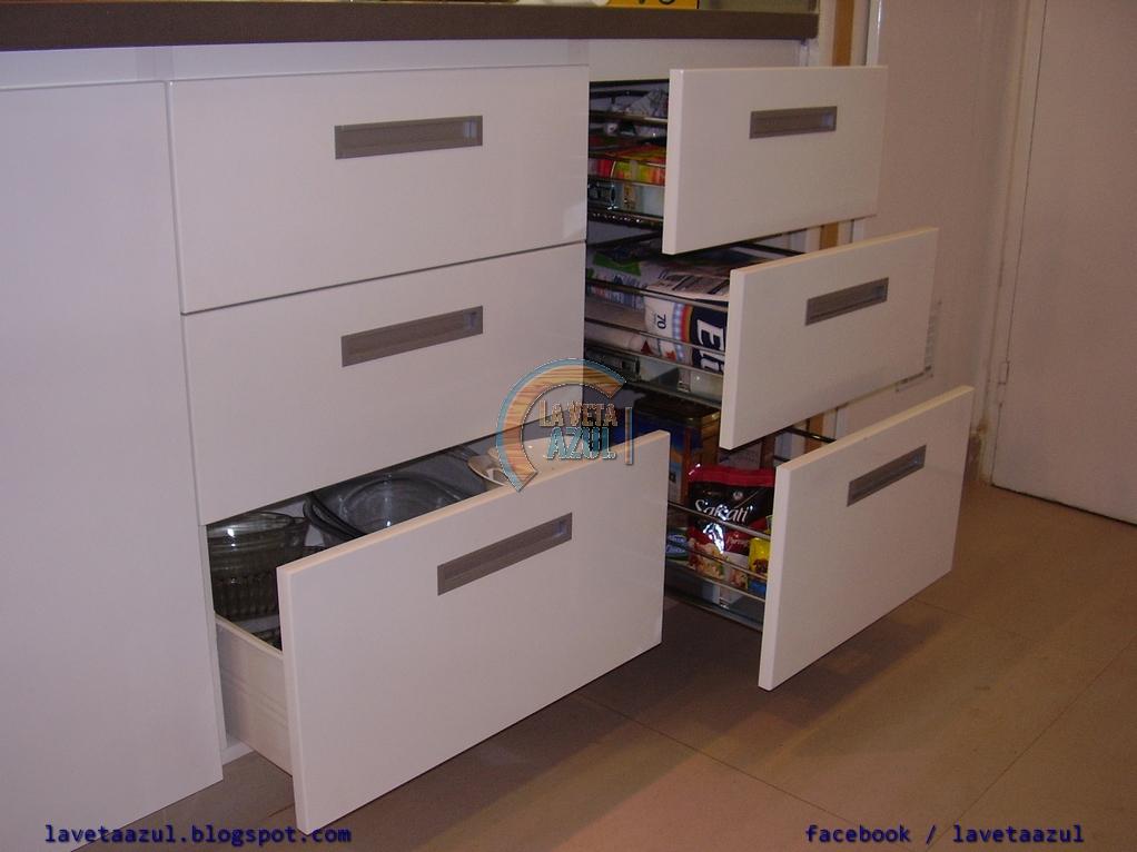 Mueble de cocina laqueado blanco : La veta azul mueble de cocina laqueado en blanco brillante
