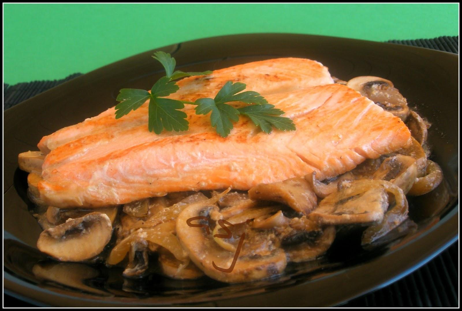 Una fiera en mi cocina salm n con champi ones - Formas de cocinar salmon ...