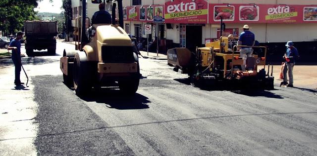 Roncador: Avenida São Pedro recebe reperfilamento asfaltico