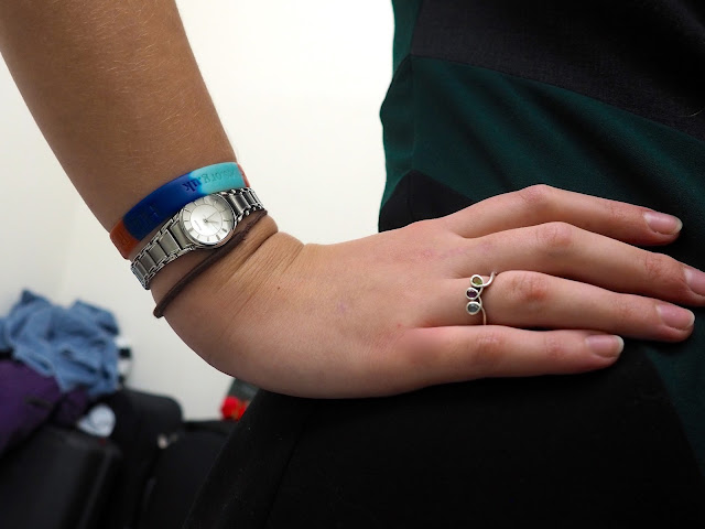 Emerald & Jade | outfit jewellery details of silver doodle swirl ring with 3 gems & silver metal wristwatch