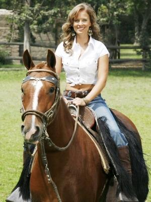 Rossana Fernández-Maldonado montando un caballo
