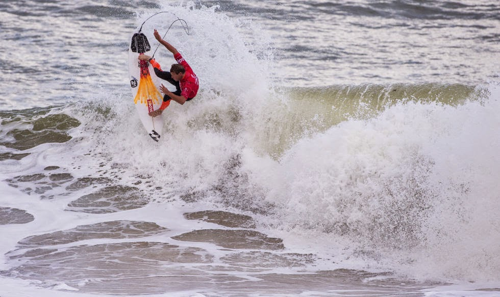 19 2014 Moche Rip Curl Pro Portugal Taj Burrow AUS Foto ASP Damien%2B Poullenot Aquashot