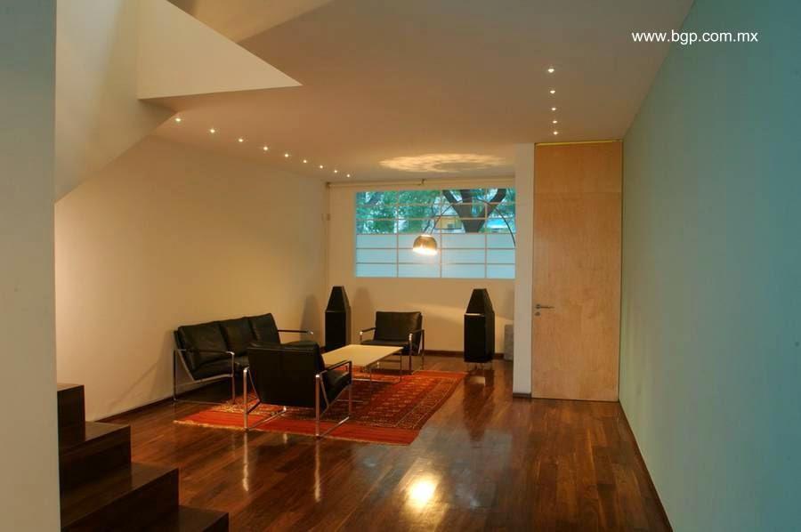 Sala de estar en la planta baja de la Casa Luis Barragán