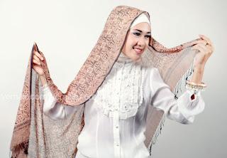 cara+memakai+jilbab+pashmina Cara Mudah Dan Cantik Memakai Jilbab Pashmina 2014