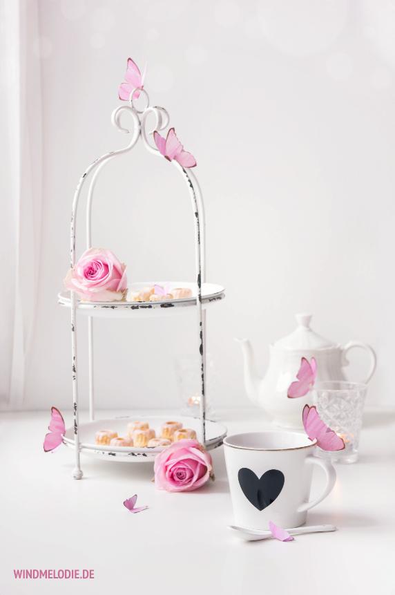 Teatime Rosa Schmetterling aus Papier basteln Rosen weiße Etagere