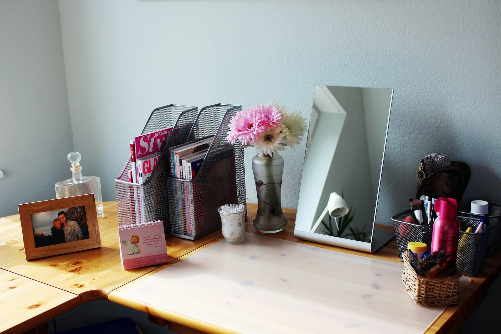 the new h mein neuer alter schminktisch. Black Bedroom Furniture Sets. Home Design Ideas