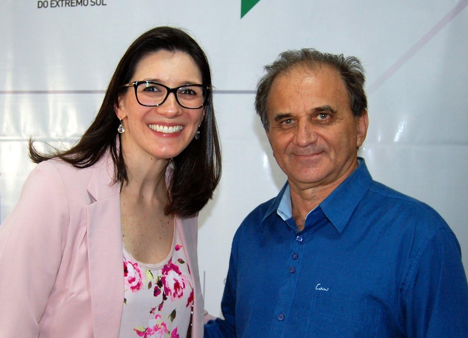 Airton Engster dos Santos e Grasiela Scheid Tesse