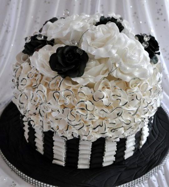 Elegancia en Blanco y Negro. Tartas Originales.