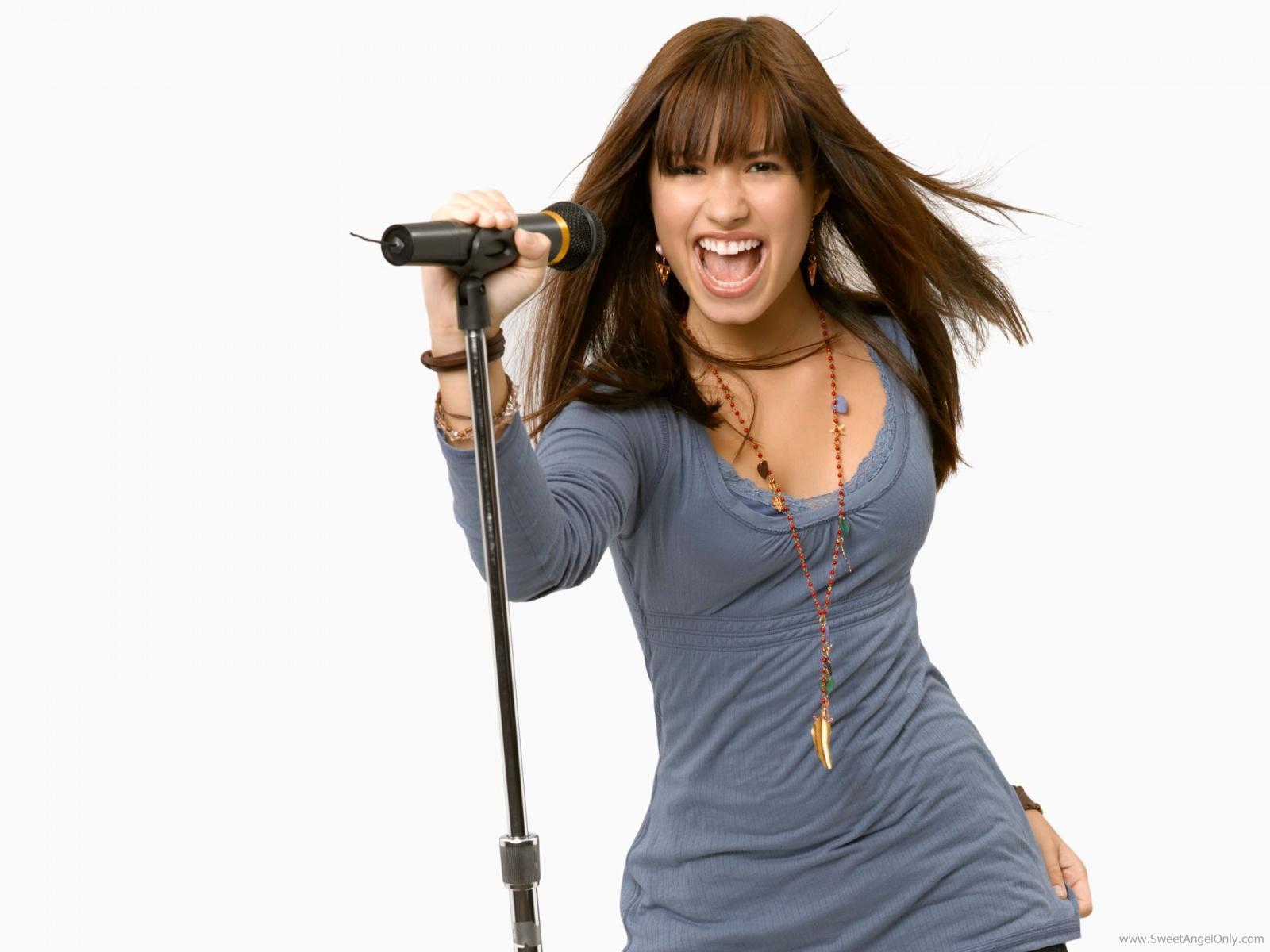 http://2.bp.blogspot.com/-fYmhrgRkgzc/TsDEA9XYo_I/AAAAAAAAAwU/8Z8oF6WCUMk/s1600/demi_lovato_singing-1600x1200.jpg
