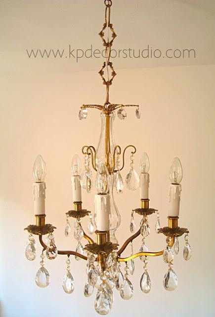 Lámpara antigua chandelier con lágrimas de cristal con estructura de latón