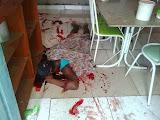 Homem é morto a tiros dentro de casa e outro é baleado
