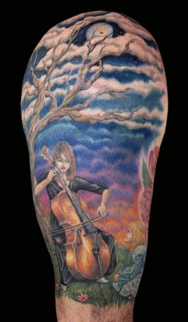 Joueur de violoncelle tatouage