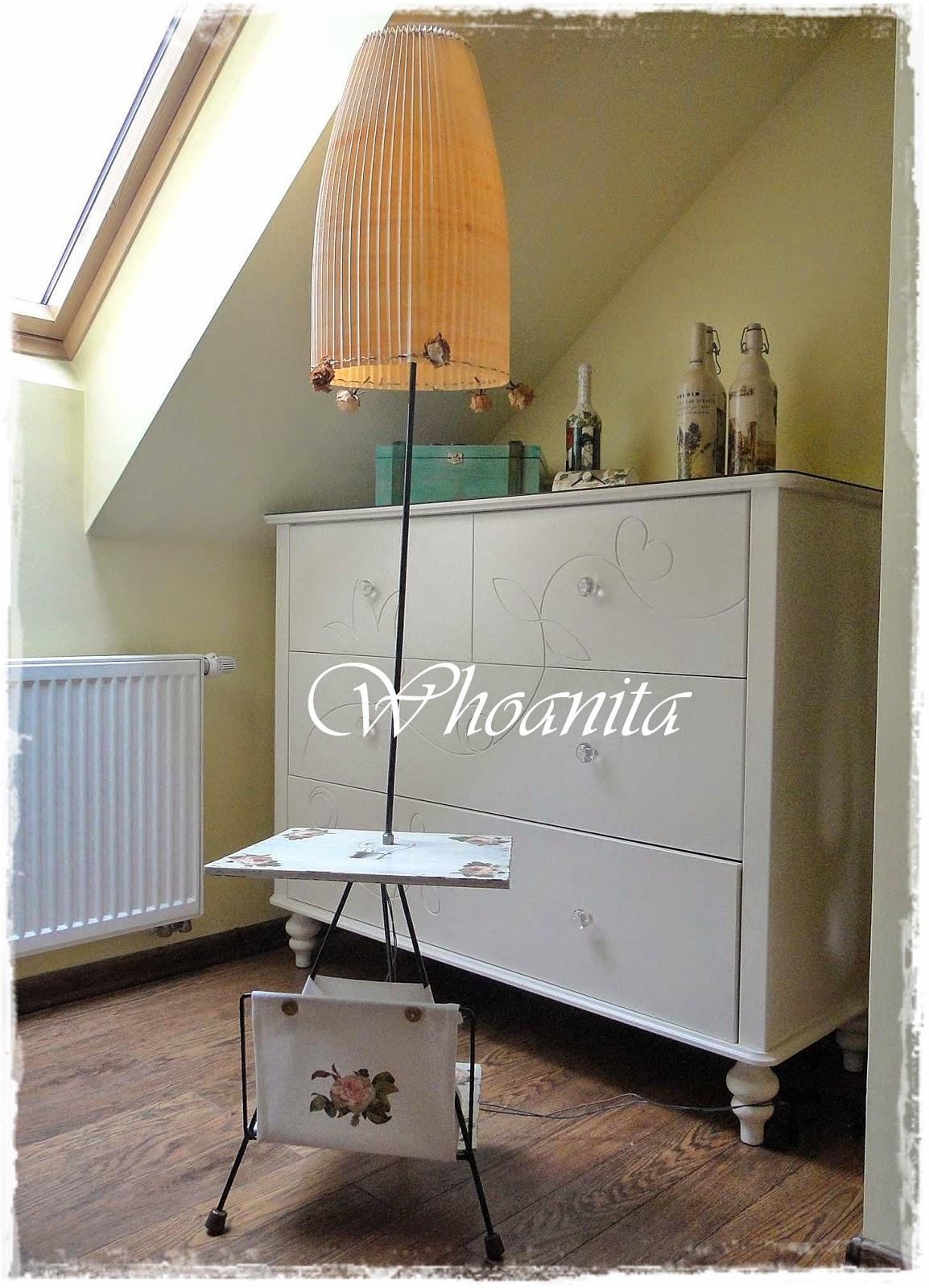 Lampa ze stolikiem i gazetnikiem z lat 60 w stylu Shabby Chic