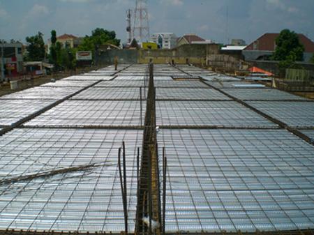 Pemasangan Decking on Pemasangan  Memakai Steel Floor Deck Juga Menghemat Semen  Bekisting