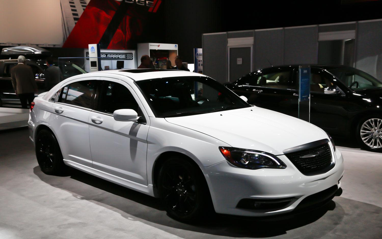 latest cars models 2013 chrysler 200. Black Bedroom Furniture Sets. Home Design Ideas