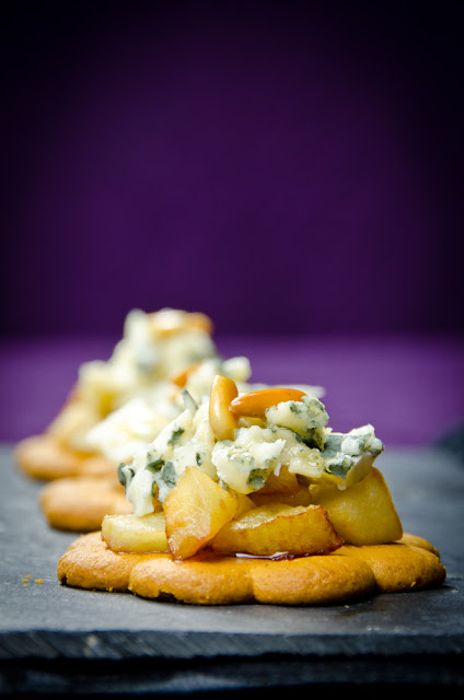 Piparit with Roquefort and apples