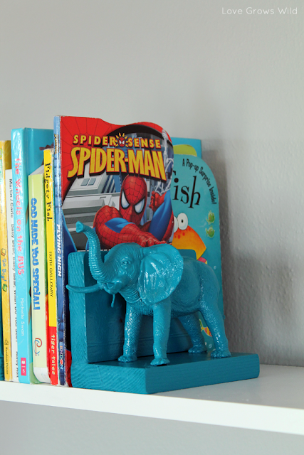Plastic Elephant Bookends from www.lovegrowswild.com #diy #book