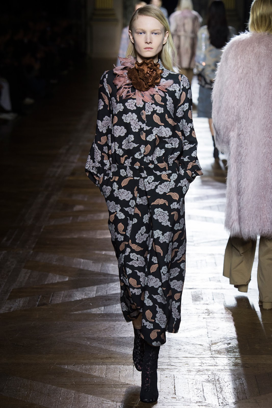 Brocade trend on AW 2015 runway at Dries van Noten / via www.fashionedbylove.co.uk