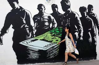 Οδεύει το ευρώ στην τελευταία του κατοικία; 26 διακεκριμένοι επιστήμονες ζητούν να δοθεί ένα τέλος στα επιβληθέντα μέτρα λιτότητας για τους Έλληνες.