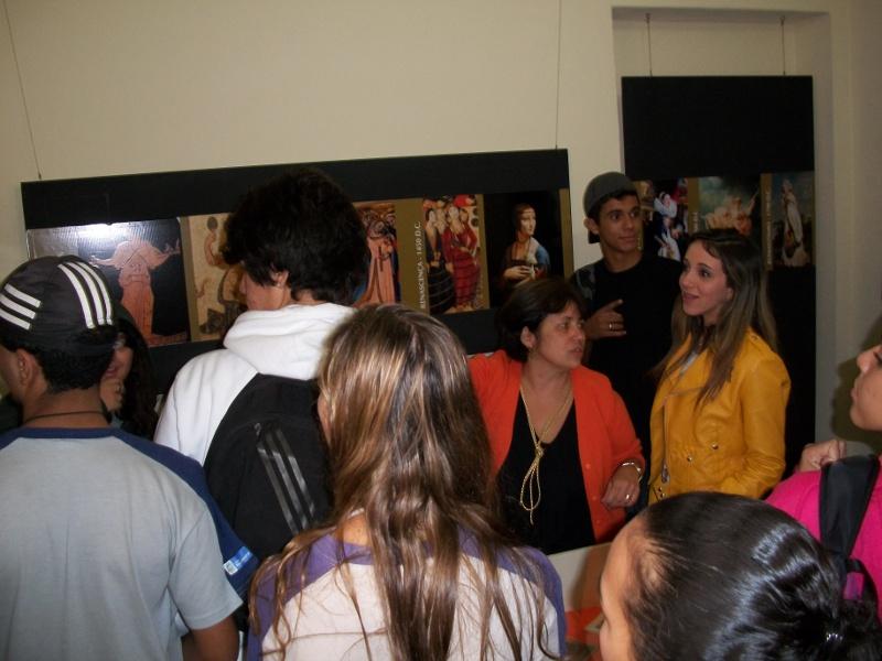 Cerca de 120 alunos visitaram a Exposição Mulheres na História