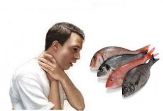 تخلص من شوكة سمك عالقة في حلقك