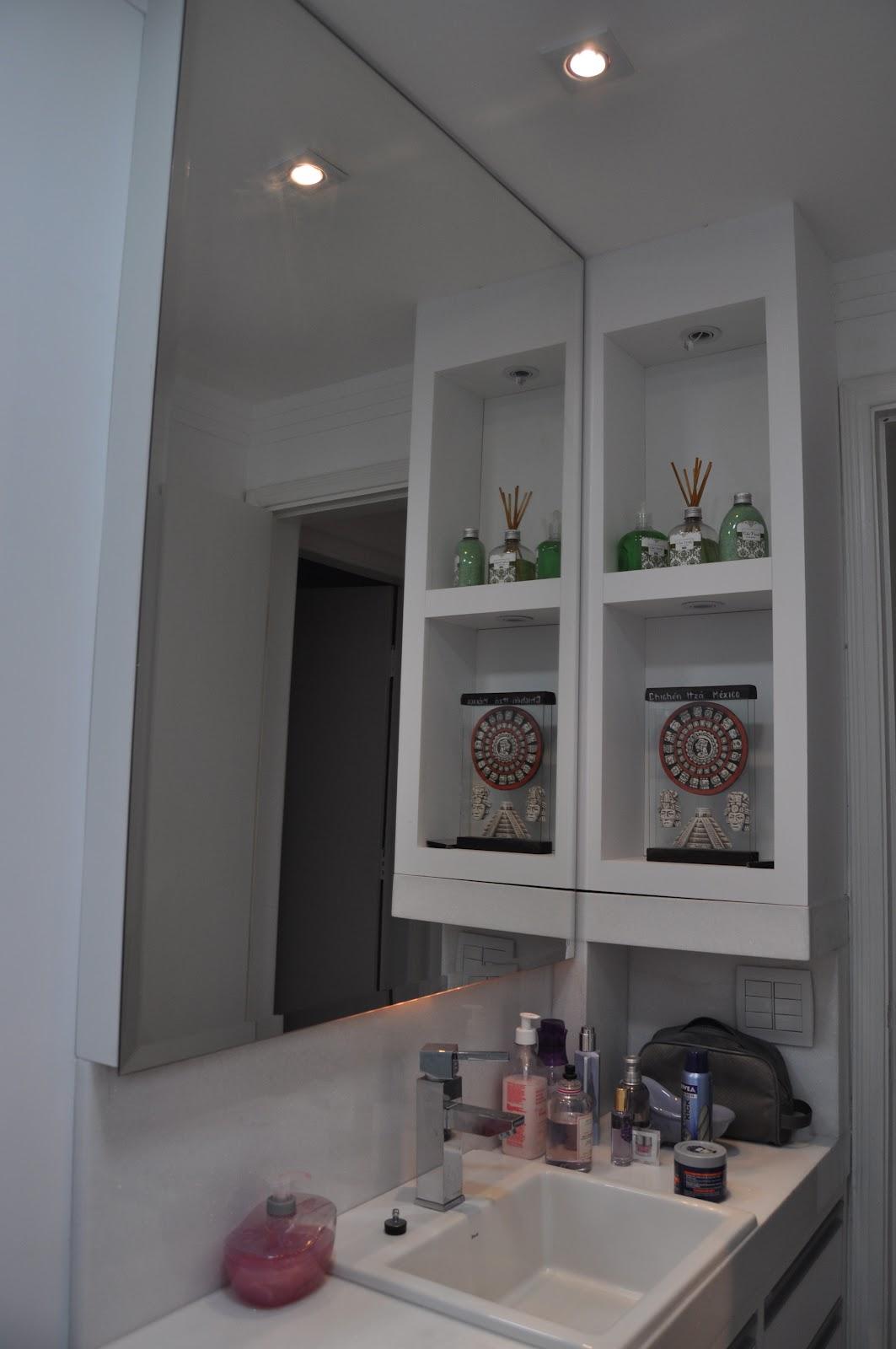 Espelho Revestido Em Mosaico De Azulejo Em Cores Car Interior Design #795F52 1063x1600 Azulejo Banheiro Pequeno