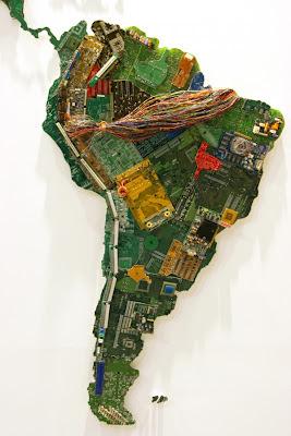 Mapa hecho con piezas de ordenador