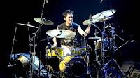Banyak sekali drummer hebat di Indonesia, dengan skill dan talenta luar biasa. Namun dari sekian banyak drumer hebat, siapa yang pantas disebut sebagai drummer terbaik? Terbaik dalam persfektif saya adalah tidak hanya soal skill dan kualitas teknis. Tapi juga merujuk pada konsistensi, pengaruhdan dapat menjadi inspirasi banyak orang. Dari sekian banyak drummer hebat di Indonesia, ada 5 drummer yang pantas disebut yang terbaik.  1. Setyo Nugroho.     Setyo Nugroho, atau lebih sering disebut dengan nama Tyo Nugros, mulai dikenal setelah menjadi drummer dari grup band Dewa, namun pada tahun 2008 tyo hengkang dari grup band yang sudah  membesarkan namanya tersebut. Tyo pernah belajar drum secara formal di Sekolah Musik Farabi ketika SMP, disan ia pernah diajar oleh Keenan Nasution dan Gilang Ramadhan. Tyo kuliah di Percussion Institute of Technology dan Musicians Institute Hollywood, Amerika Serikat. Sewaktu kuliah itulah ia bertemu dengan banyak drummer kenamaan dan sekaligus belajar dari mereka. Salah satunya adalah Matt Laug, ia turut andil dalam membentuk karakter pukulan drum Tyo.  2. Gerry Herb.     Gerry Herb adalah salah satu drummer ternama di Indonesia, tapi mungkin ia lebih dikenal di kalangan musisi. Gerry pernah menjadi drummer dari band ALV yang digawangi juga oleh Nugie. Permainan drum dan cara memegang stick drum Gerry cukup khas. Ia juga dipercaya oleh Yovie Widyanto untuk menjadi additional drummer [ada setiap pertunjukannya.  3. Rajasa Ikmal Tobing (Ikmal Tobing).     Ikmal Tobing adalah anak dari Jelly Tobing, yang juga merupakan salah satu pemain drumm terbaik Indonesia. Rambut mowhak dan gaya yang enerjik saat bermain drum menjadi ciri khas dari ikmal.  Ikmal merupakan drummer muda yang saat ini sedang dikagumi masyarakat Indonesia. Jadi tidak  salah jika ia menjadi salahsatu drummer terbaik Indonesia.