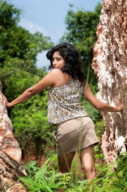 sri lankan model piyumi in short skirt