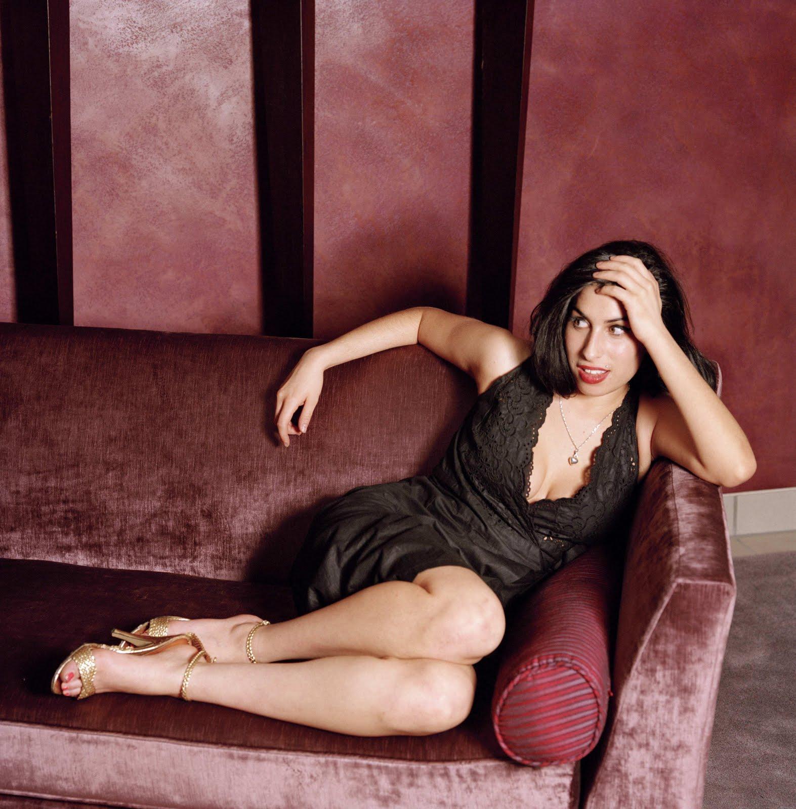 http://2.bp.blogspot.com/-fajPdBZcots/Ti48HfHuTYI/AAAAAAAAMtY/lTWkek6CP9c/s1600/Amy_Winehouse_3.jpg