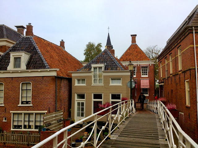 Picture of a bridge over the Damsterdiep in Appingedam, Groningen.