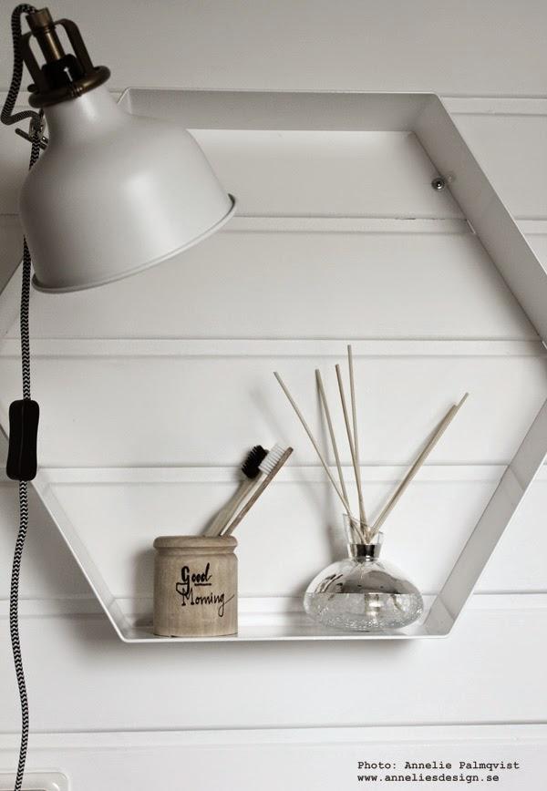doftpinnar, silverdetalj, äkta silver, presenttips, vitt, vita, vit hylla, oktagon form, lyxig present, lyxiga presenter, presenttips, doft, i badrummet, på toaletten, webbutik, webbutiker, webshop, inredning, detaljer, detalj,