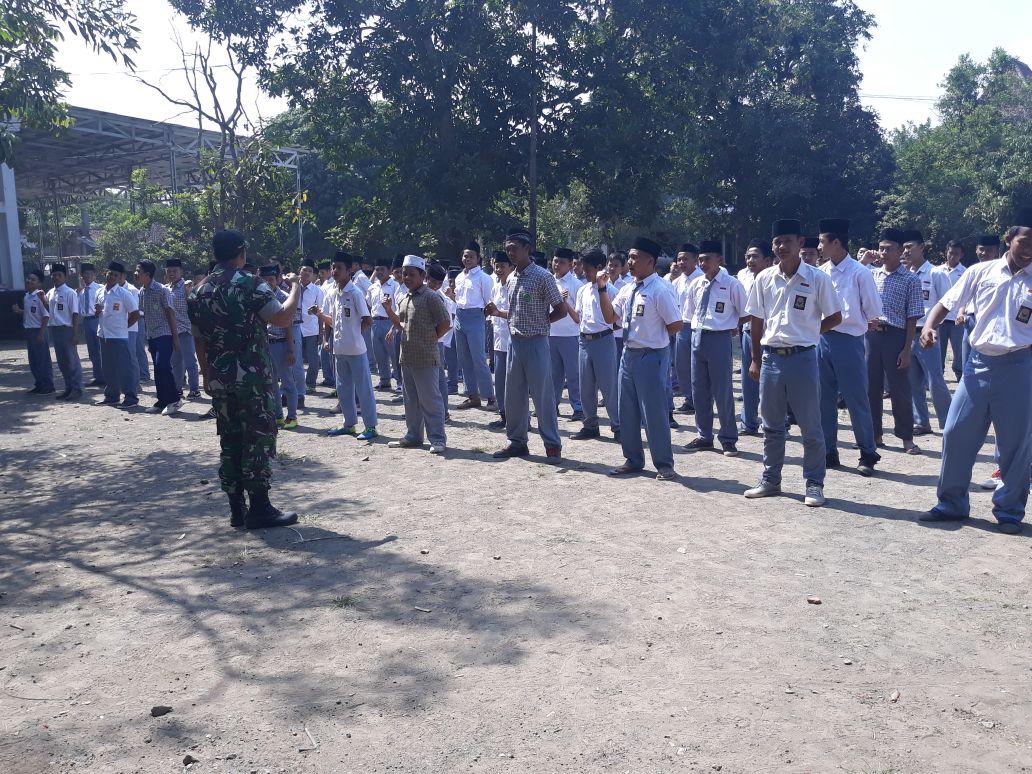 TNI Bekali Pelajar Pahami Pentingnya Kedisiplinan dan wawasan Kebangsaan Serta Rasa Cinta Tanah Air