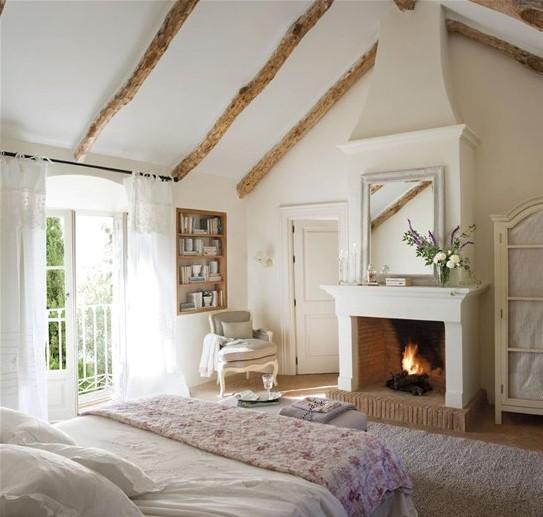 Heerlijke kamers met balken plafond én open haard of kacheltje.