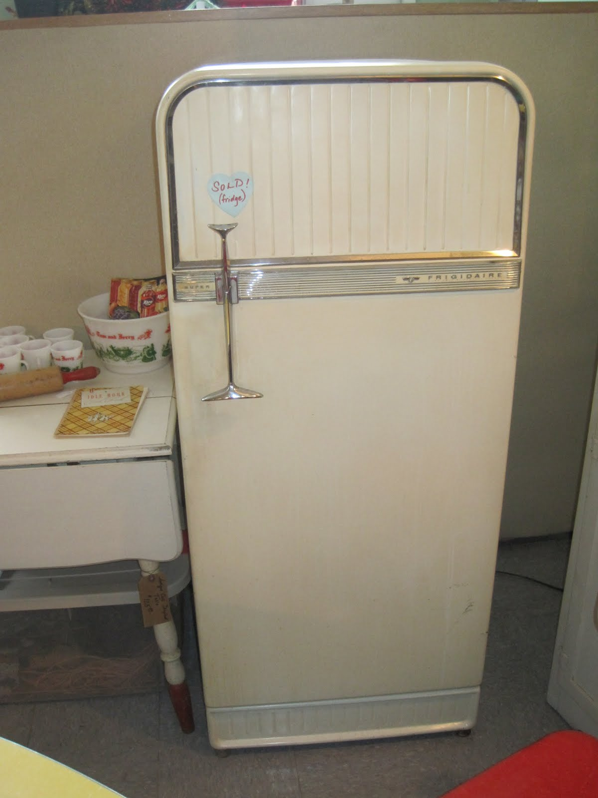old refrigerator 1950 the image kid has it. Black Bedroom Furniture Sets. Home Design Ideas