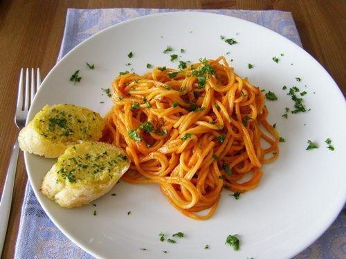 Vegan Creamy Tomato and Basil Pasta Sauce
